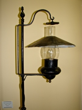 W12 9 gossett lamp 3