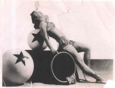 w15 jk aunt circus ball